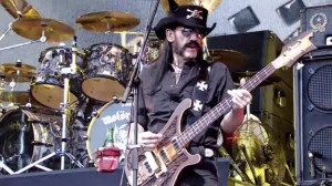 motorhead-glastonbury-lemmy-2015-bass-750x422